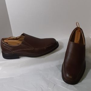 11M Bass brown leather slip on shoes NWOT